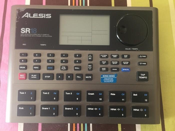 Alesis SR-18 (77731)