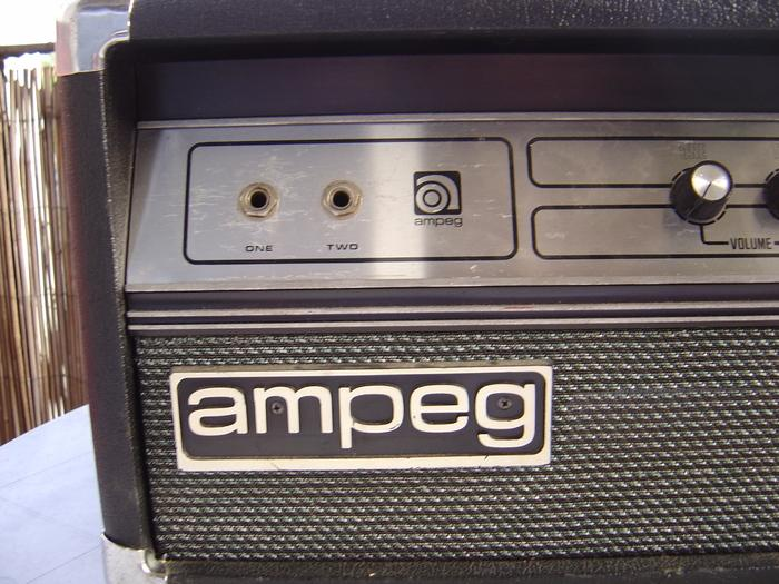 photo ampeg v 4b ampeg v4 b 1976 225348 audiofanzine. Black Bedroom Furniture Sets. Home Design Ideas