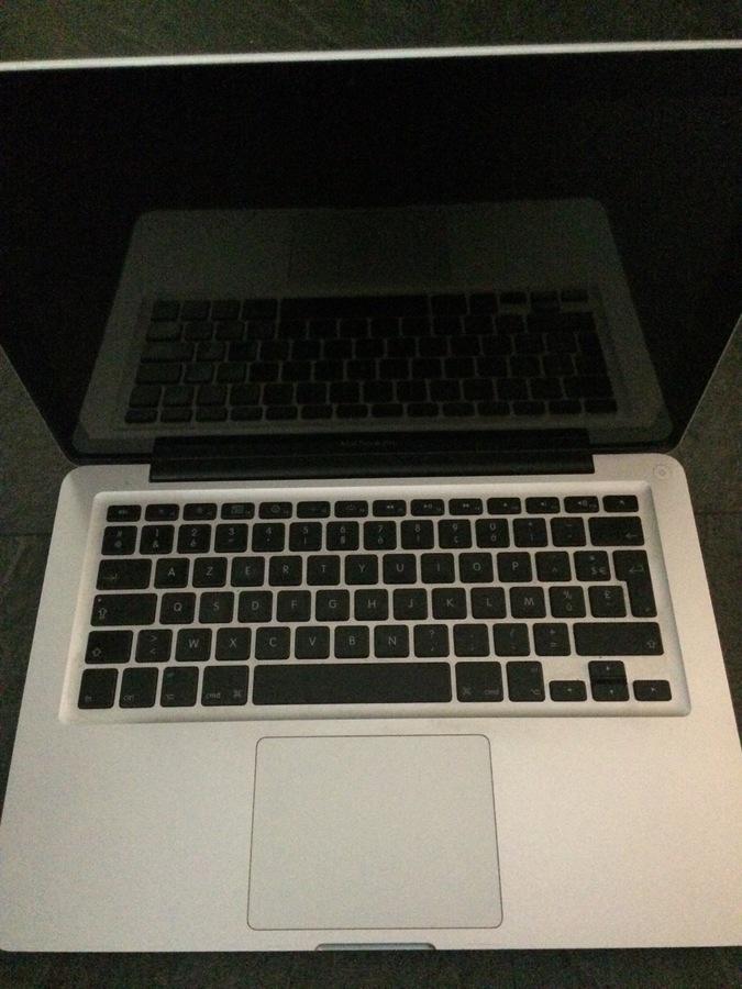 photo apple macbook pro unibody 13 3 2 26 ghz apple. Black Bedroom Furniture Sets. Home Design Ideas