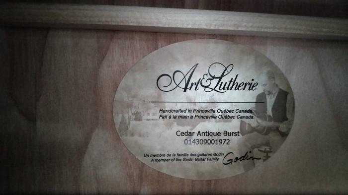 Art & Lutherie Cedar Antique Burst (93745)