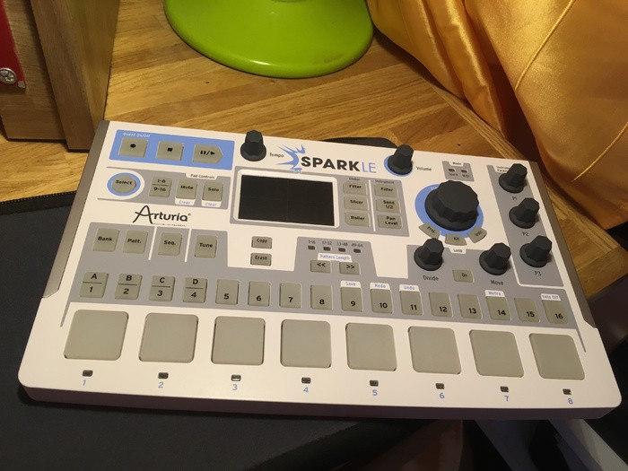 Arturia SparkLE Creative Drum Machine (11602)