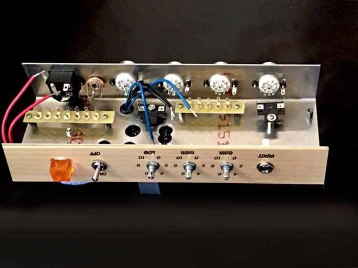 https://medias.audiofanzine.com/images/thumbs3/ashen-amps-goldy-handwired-3156292.jpg
