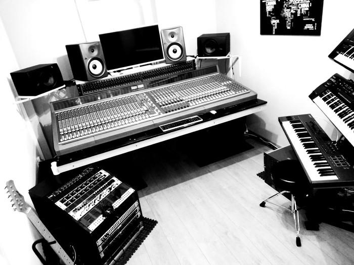 https://medias.audiofanzine.com/images/thumbs3/autoproduction-business-2491689.jpg