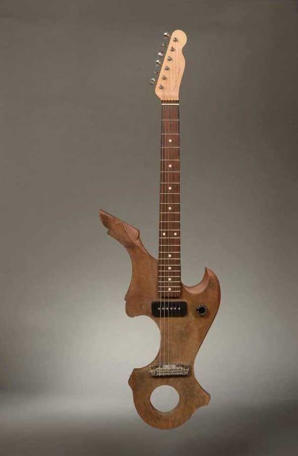 https://medias.audiofanzine.com/images/thumbs3/autres-guitares-electriques-solid-body-2931798.jpg
