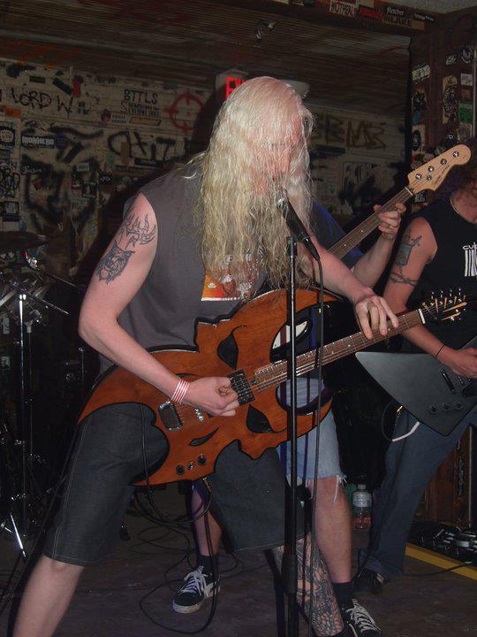 https://medias.audiofanzine.com/images/thumbs3/autres-guitares-electriques-solid-body-2935278.jpg