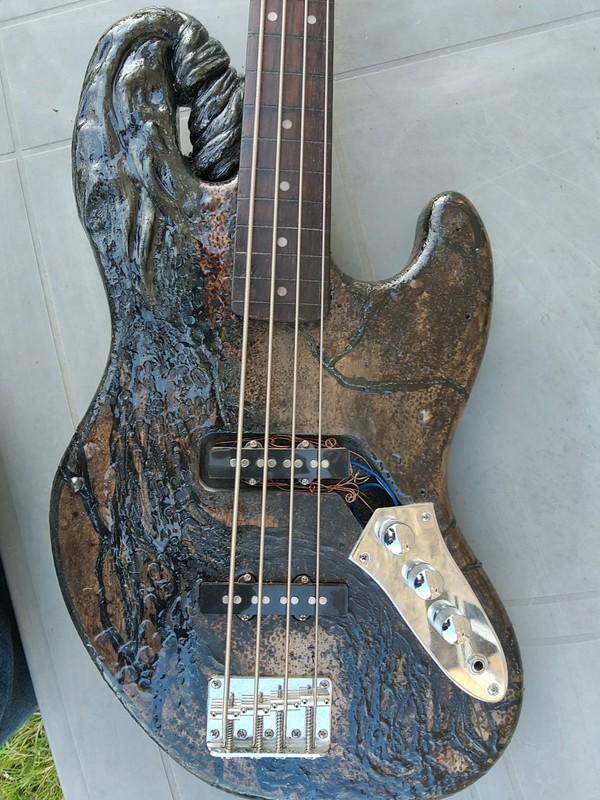https://medias.audiofanzine.com/images/thumbs3/autres-guitares-electriques-solid-body-2963957.jpg