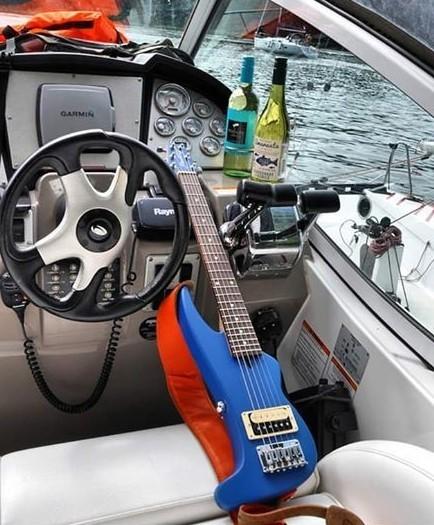 https://medias.audiofanzine.com/images/thumbs3/autres-guitares-electriques-solid-body-2964111.jpg
