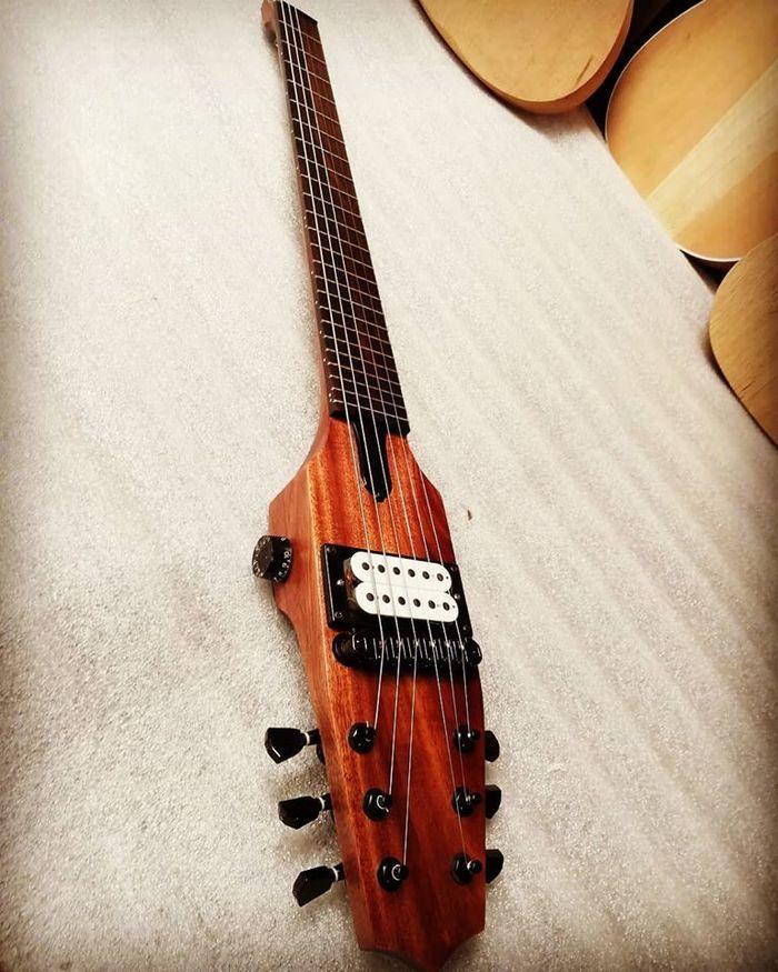 https://medias.audiofanzine.com/images/thumbs3/autres-guitares-electriques-solid-body-2983582.jpg