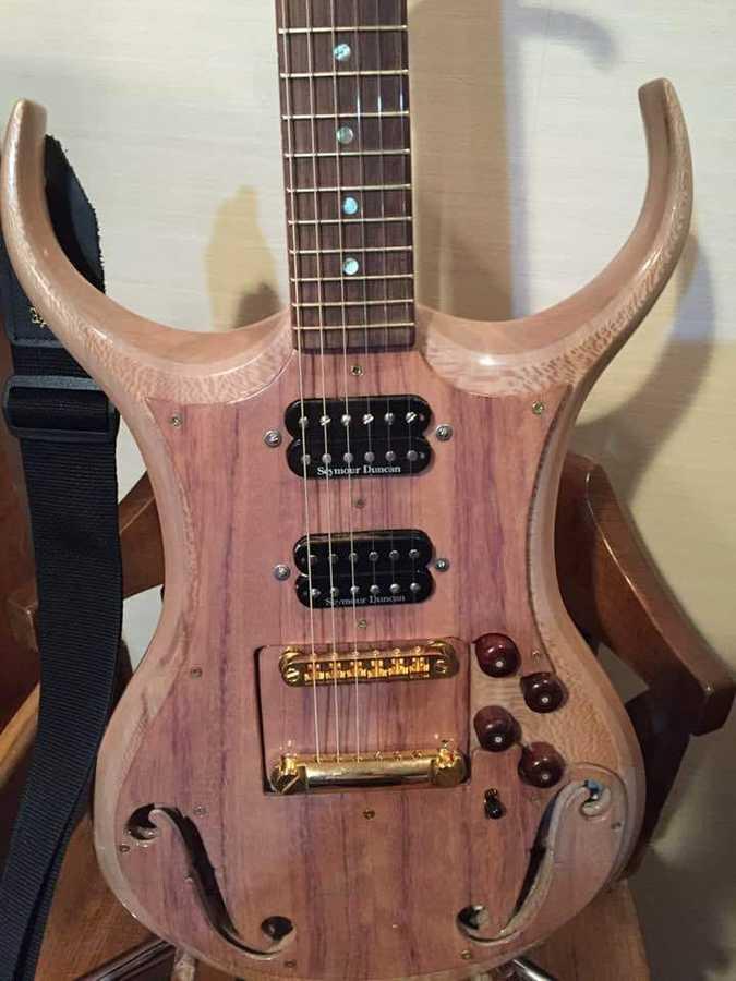 https://medias.audiofanzine.com/images/thumbs3/autres-guitares-electriques-solid-body-2999461.jpg