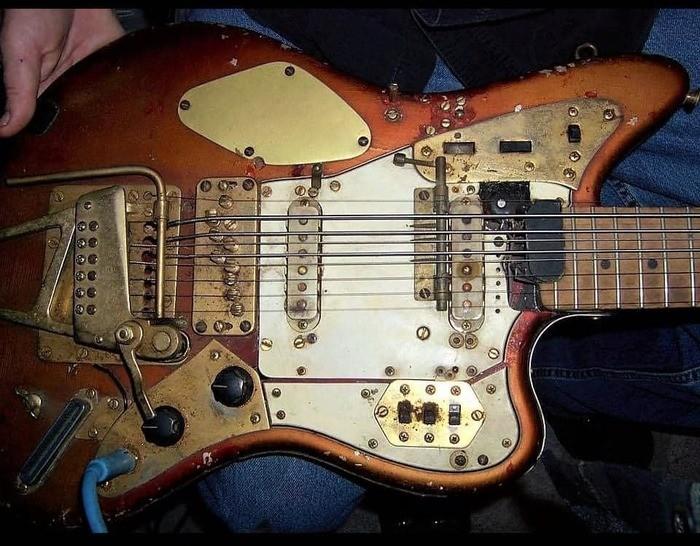 https://medias.audiofanzine.com/images/thumbs3/autres-guitares-electriques-solid-body-2999463.jpg