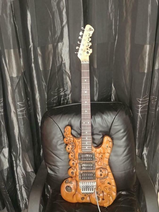 https://medias.audiofanzine.com/images/thumbs3/autres-guitares-electriques-solid-body-3057887.jpg