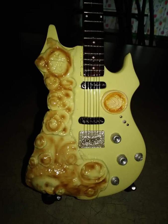 https://medias.audiofanzine.com/images/thumbs3/autres-guitares-electriques-solid-body-3062032.jpg