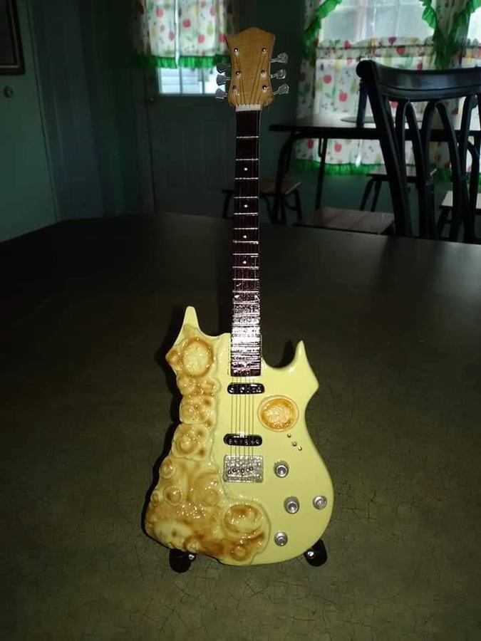 https://medias.audiofanzine.com/images/thumbs3/autres-guitares-electriques-solid-body-3062033.jpg