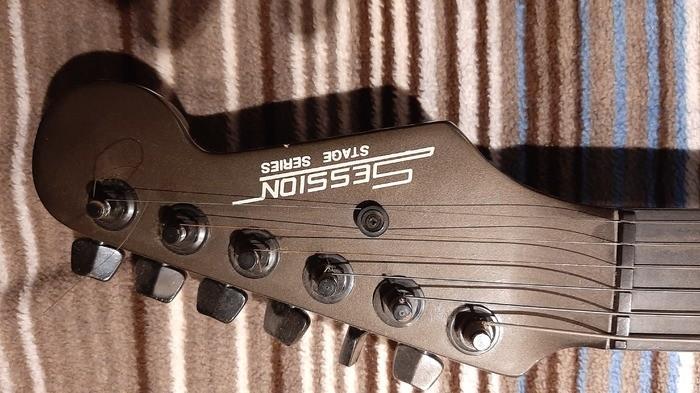 https://medias.audiofanzine.com/images/thumbs3/autres-guitares-electriques-solid-body-3216052.jpg