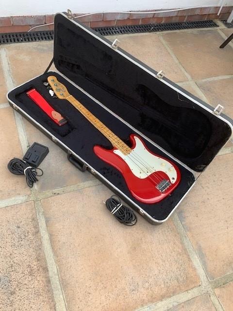 https://medias.audiofanzine.com/images/thumbs3/bass-guitars-2723203.jpg