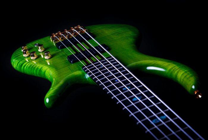 https://medias.audiofanzine.com/images/thumbs3/basses-2904536.jpg
