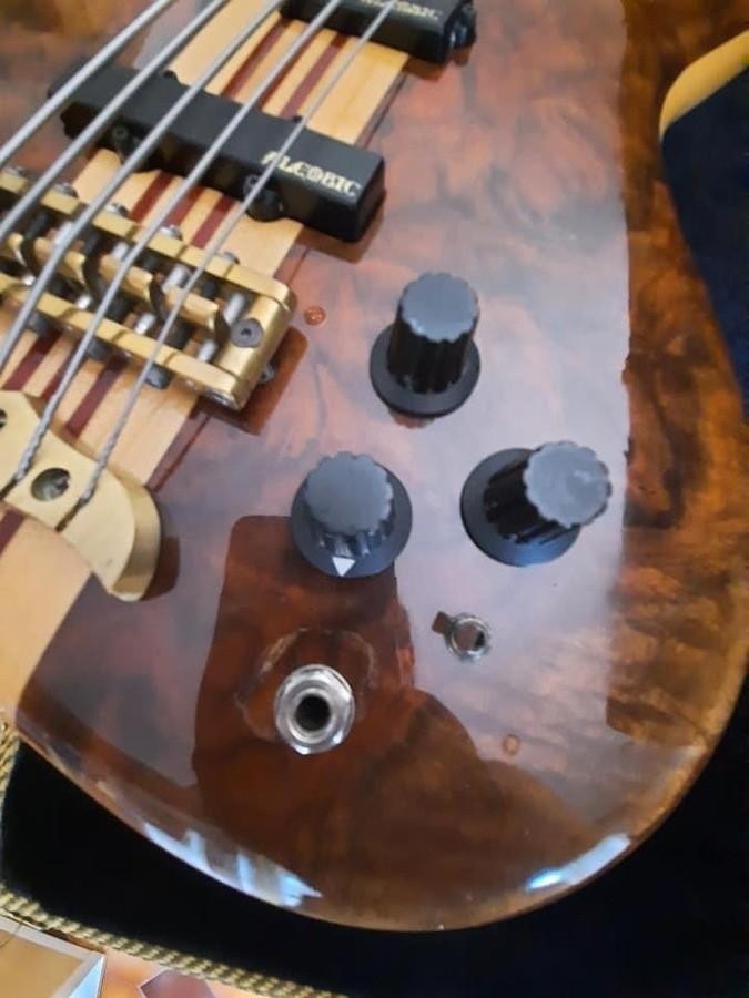 https://medias.audiofanzine.com/images/thumbs3/basses-3039101.jpeg