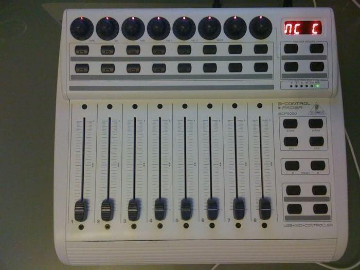 Behringer B Control Fader Bcf2000 Wh Image 107446