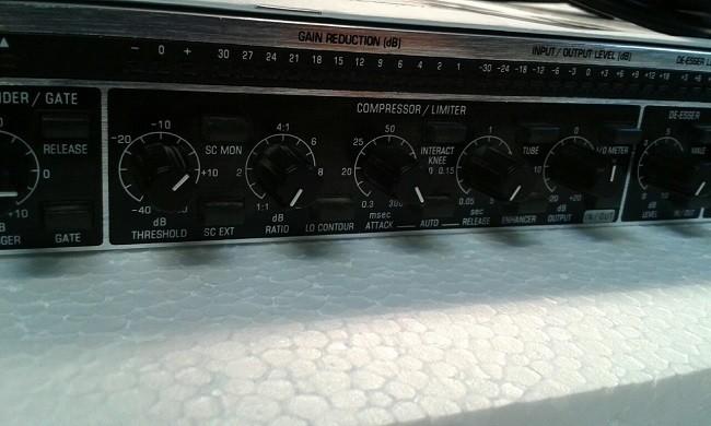 Behringer  MDX2600 3