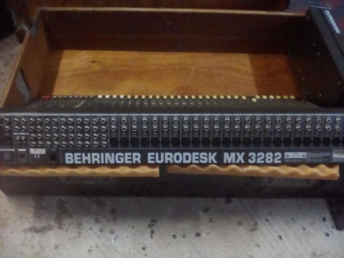 Behringer Eurodesk MX3282