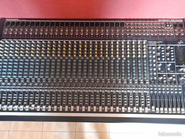 Behringer Eurodesk MX3282A