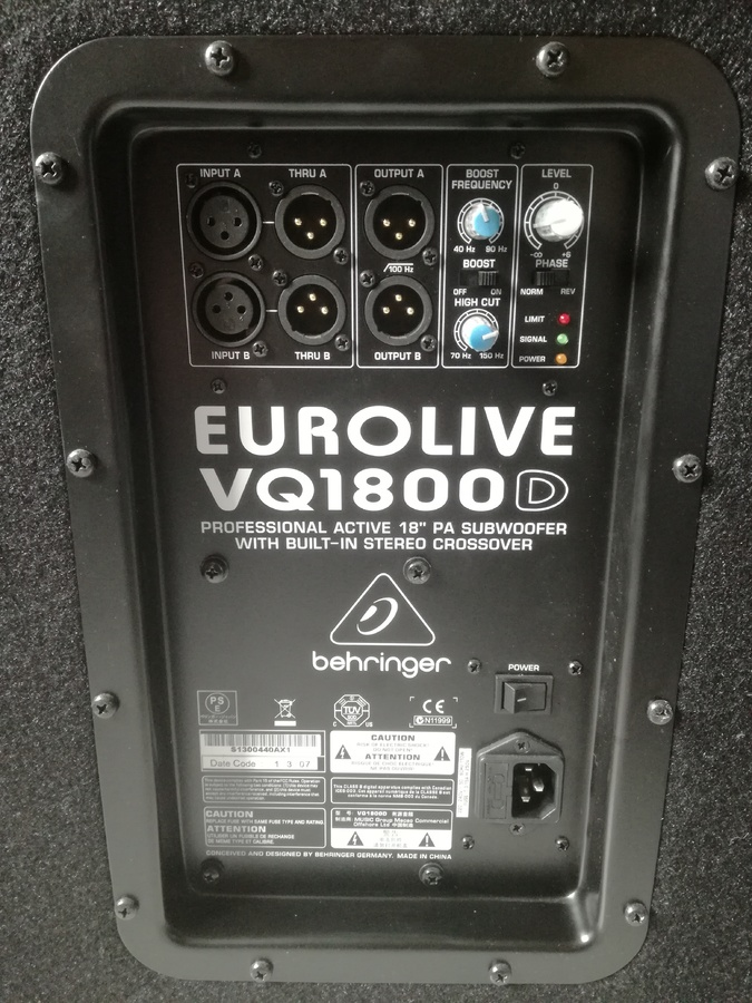 Behringer Eurolive VQ1800D