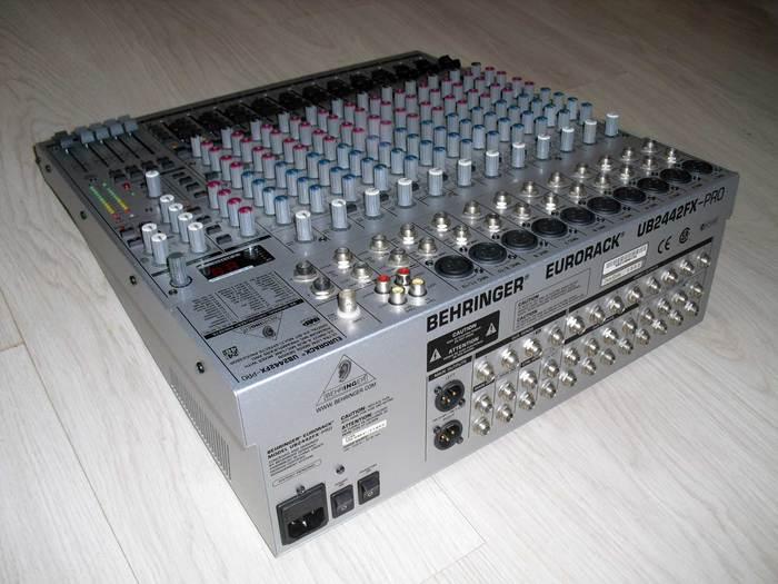 Behringer Eurorack UB2442FX-Pro (3806)
