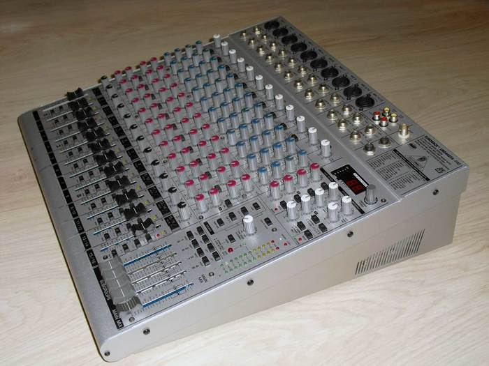 Behringer Eurorack UB2442FX-Pro (46354)