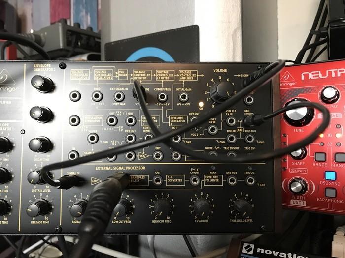 https://medias.audiofanzine.com/images/thumbs3/behringer-k-2-2888888.jpg