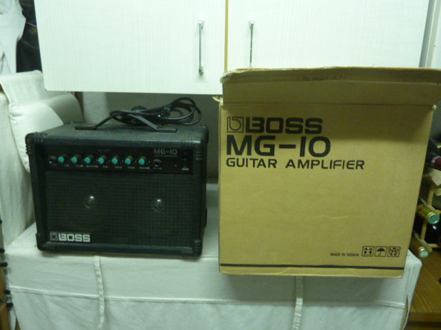 Boss MG-10 Guitar Amplifier Flygin images