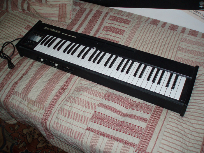 Piano lectrique crumar roadrunner ii limousin for Piano electrique