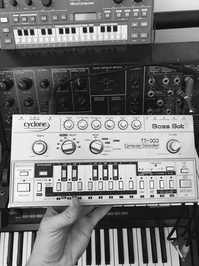 Cyclone Analogic Bass Bot TT-303 (92463)