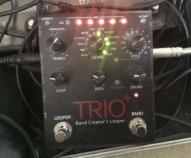 https://medias.audiofanzine.com/images/thumbs3/digitech-trio-band-creator-looper-3023441.jpeg