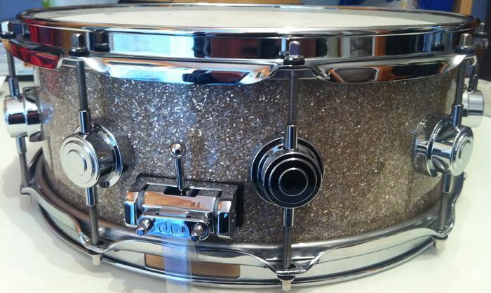 dw drums snare 14x4 5 finish ply broken glass image 293568 audiofanzine. Black Bedroom Furniture Sets. Home Design Ideas