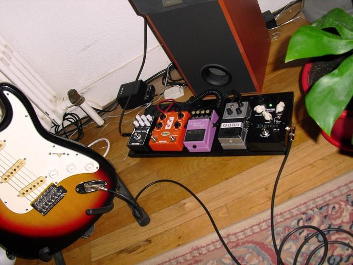 https://medias.audiofanzine.com/images/thumbs3/effets-guitare-2840378.jpg