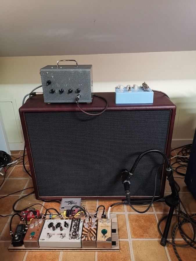 https://medias.audiofanzine.com/images/thumbs3/effets-guitare-2945428.jpg