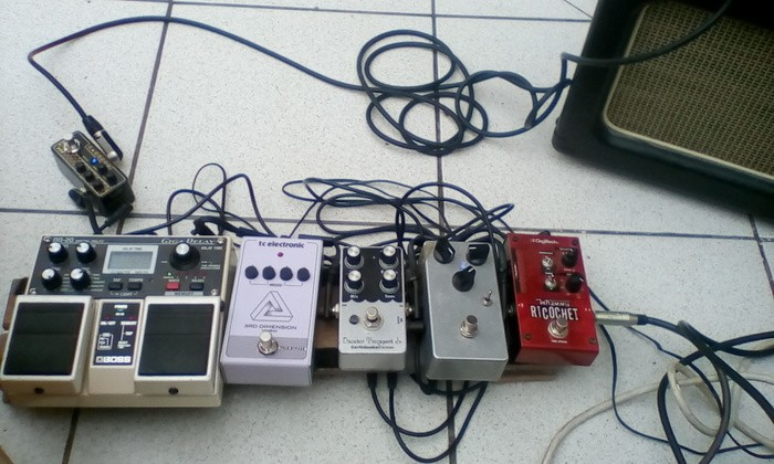 https://medias.audiofanzine.com/images/thumbs3/effets-guitare-3099590.jpg
