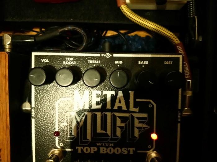 https://medias.audiofanzine.com/images/thumbs3/electro-harmonix-metal-muff-with-top-boost-2844146.jpg