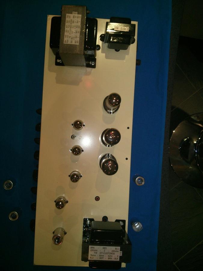 https://medias.audiofanzine.com/images/thumbs3/epiphone-blues-custom-1161985.jpg