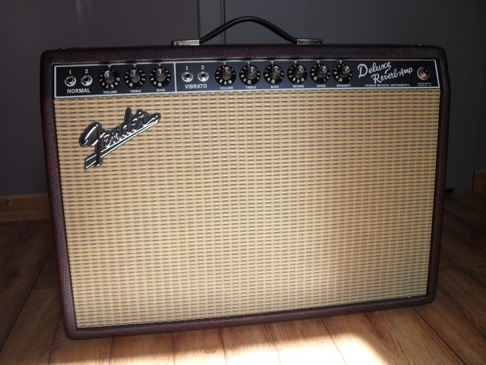 Fender 65 Deluxe Reverb Bordeaux Blues Limited Edition border=