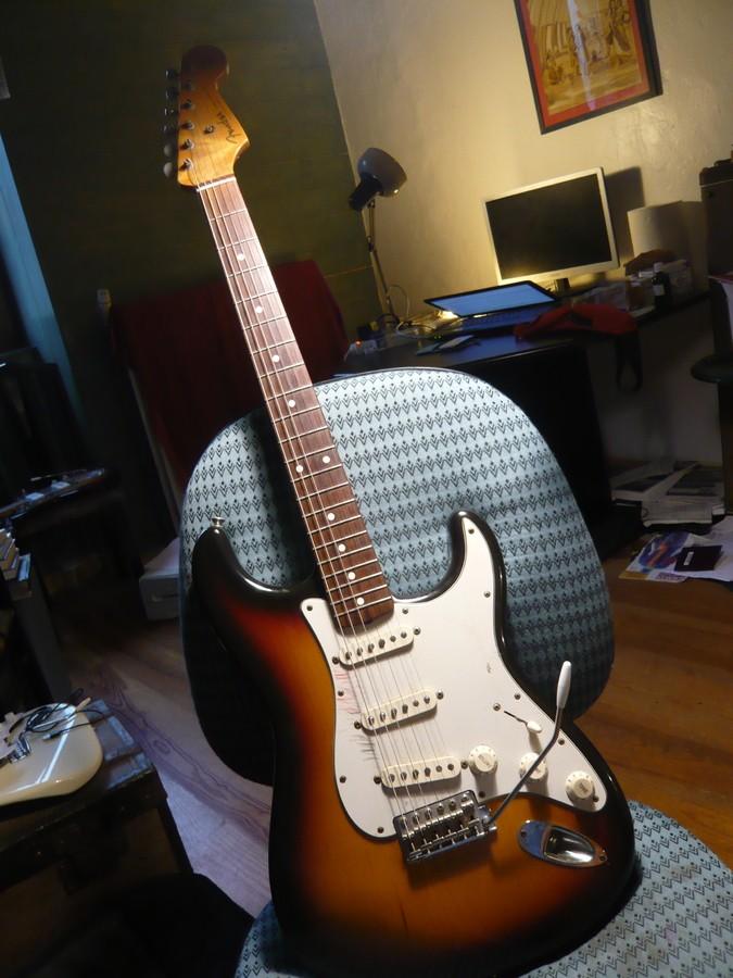 https://medias.audiofanzine.com/images/thumbs3/fender-american-vintage-62-stratocaster-2980239.jpg