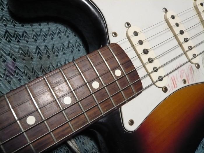 https://medias.audiofanzine.com/images/thumbs3/fender-american-vintage-62-stratocaster-2980240.jpg