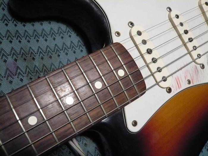 https://medias.audiofanzine.com/images/thumbs3/fender-american-vintage-62-stratocaster-2980241.jpg