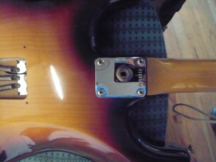 https://medias.audiofanzine.com/images/thumbs3/fender-american-vintage-62-stratocaster-2980242.jpg