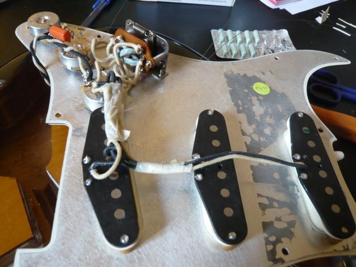 https://medias.audiofanzine.com/images/thumbs3/fender-american-vintage-62-stratocaster-2980268.jpg