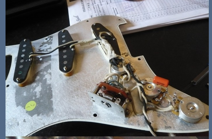 https://medias.audiofanzine.com/images/thumbs3/fender-american-vintage-62-stratocaster-3038389.png