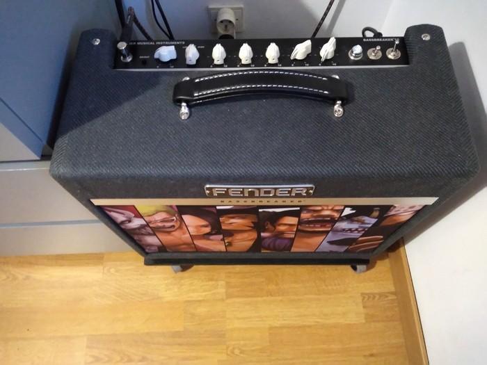 https://medias.audiofanzine.com/images/thumbs3/fender-bassbreaker-15-combo-3033642.jpg