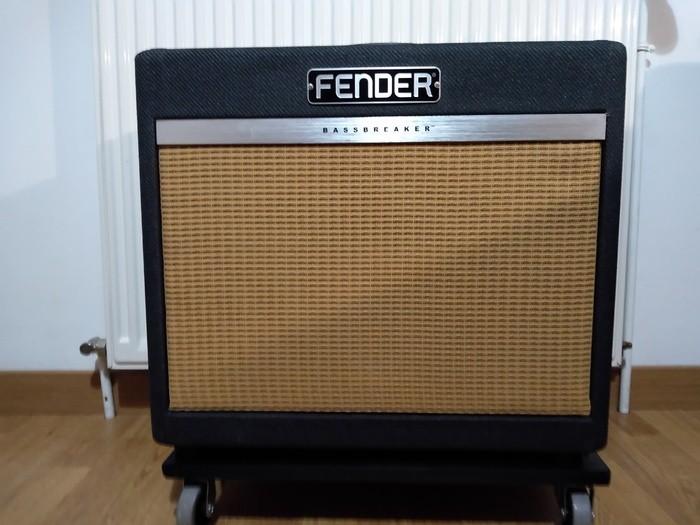 https://medias.audiofanzine.com/images/thumbs3/fender-bassbreaker-15-combo-3059573.jpg