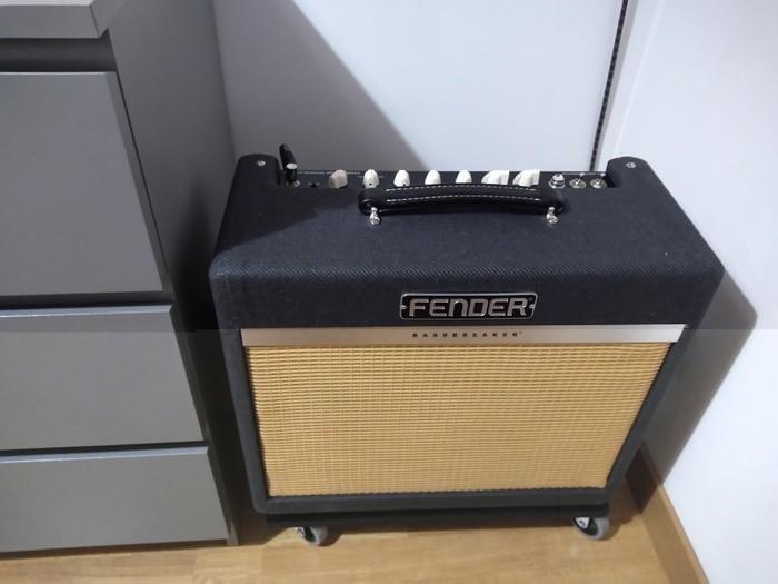 https://medias.audiofanzine.com/images/thumbs3/fender-bassbreaker-15-combo-3059576.jpg