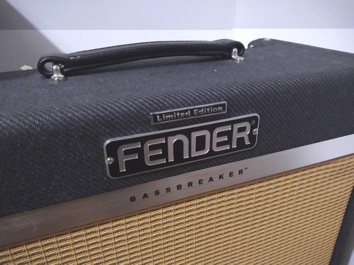 https://medias.audiofanzine.com/images/thumbs3/fender-bassbreaker-15-combo-3091006.jpg